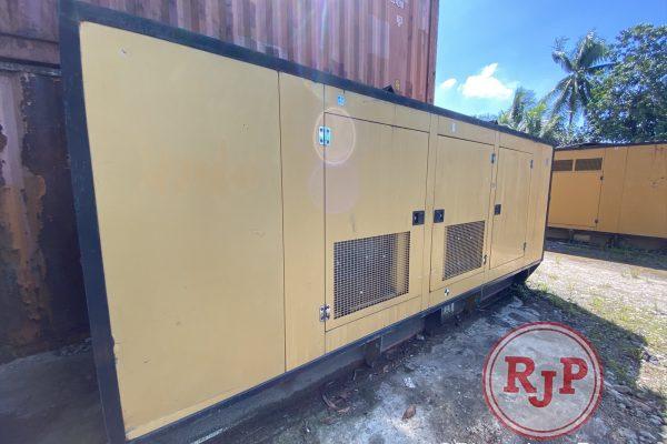 Genset CATERPILLAR 400 kVA 60 hz (2)